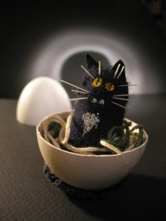 dea Kearns - other things - egg cat